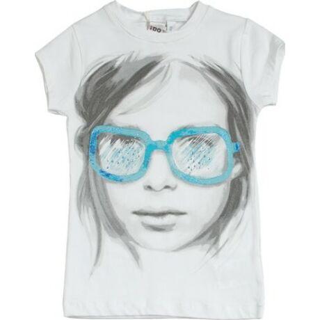 Póló napszemüveges lánnyal iDO